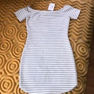 Beautiful Off-Shoulders White & Black Dress!